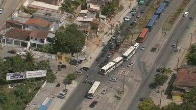 Dois acidentes na PE-15 deixa trânsito complicado durante a manhã - O engarrafamento em Olinda chegou a quase seis quilômetros.