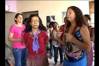 Em Altamira, mulheres protestam por melhorias estruturais - Protesto é por melhores condições no prédio, de infra-estrutura, entre outras coisas.