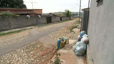 Moradores reclamam da suspensão de serviços após prefeito perder eleição em MG - Em algumas cidades, o lixo se acumula nas ruas. Em outra, a distribuição de medicamentos está prejudicada. Há também falta de suprimentos básicos, como comida.
