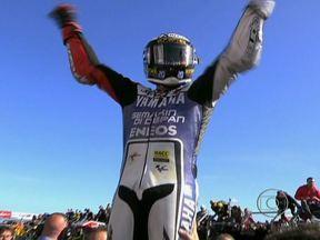 Jorge Lorenzo é campeão da MotoGP 2012 - O espanhol Jorge Lorenzo conquistou o bicampeonato após chegar em 2º lugar no Grande Prêmio da Austrália. Este é o segundo título do piloto com a Yamaha; o primeiro foi em 2010.