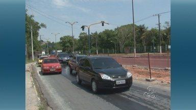 Obras do novo acesso viário para a Ufam começam em Manaus - Obras na Avenida Rodrigo Otávio devem terminar em 30 dias. Manaustrans informou que placas e agentes vão orientar trânsito.