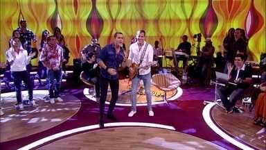 Oito7Nove4 canta 'Se não Puder Voar' - Filhos de Bell Marques seguiram a carreira musical na Bahia