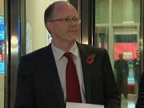 Cúpula do jornalismo da BBC pede demissão em Londres - Uma crise tomou conta da emissora devido uma série de erros cometidos nos últimos meses, o que abalou a confiança do público. Esse é o segundo escândalo que atingiu a organização em dois meses.