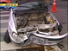 Nove pessoas morrem em acidentes de trânsito no RS durante o fim de semana - Em Porto Alegre, três pessoas ficaram feridas em acidente no domingo.