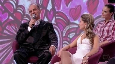 Família do noivo aceitou muito bem o relacionamento do pai com menina mais nova - Paulo conta que sua habilidade para dançar tango conquistou a mulher