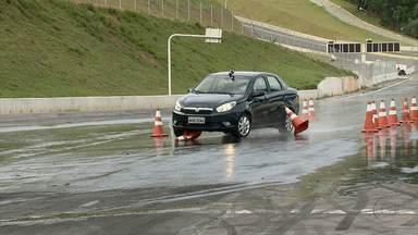 Direção em dias de chuva exige técnicas especiais - Riscos ao volante aumentam