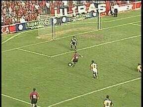 Baú do Esporte relembra o dia em que o Atlético vibrou com derrota para o Criciúma - Rival do próximo sábado marcou presença em um dia de festa para a torcida do Furacão