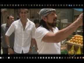 Bastidores: Bell Marques conhece cidade cenográfica de Salve Jorge - As câmeras do Vídeo Show não param