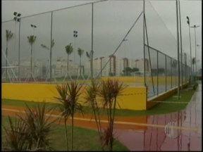 Complexo Esportivo interditado por causa de descarga elétrica volta a funcionar - O Complexo Esportivo Hugo Ramos, será reaberto nesta quarta-feira (14). O local foi interditado no último domingo (10) quando um rapaz de 22 anos recebeu uma descarga elétrica após encostar em um poste.