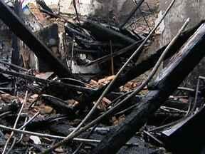 Rua das Noivas tem correria por conta de fumaça - Nesta terça (13) teve correria na Rua das Noivas. Clientes e vendedoras se assustaram com uma fumaça e houve confusão. No último sábado (10) aconteceu um incêndio no local, que destruiu parte das lojas.