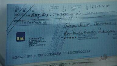 Quadrilha fraudava cheques em valores milionários em Fortaleza - Dois homens foram presos na Praça do Carmo, no Centro de Fortaleza.