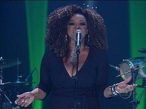 Atração Musical: Paula Lima - Ela é cantora e compositora de MPB e funk