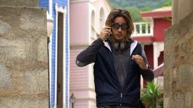 Pepeu avisa a Drika que encontrará os turistas no iate de Mustafa - Mustafá e Stenio conversam sobre o casal e sobre o pedido de casamento que ele fará a Bianca. Enquanto isso, Bianca conversa com Berna e ela se esquiva de falar sobre sua experiência no Brasil