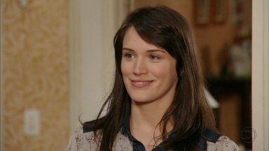 Carolina se faz de boazinha para Fábio - Fábio acaba acreditando na menina e ainda oferece uma carona para ela no dia seguinte