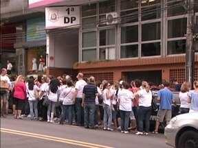 Servidores de saúde protestam contra acusações de omissão de socorro - Governo pede que servidores voltem aos serviços.