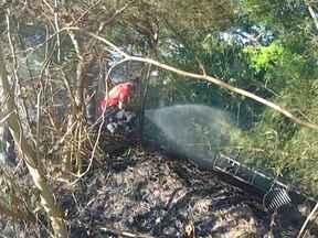 Corpo de Bombeiros controla incêndio em terreno de Salvador - Em outro ponto da capital, um acidente com um botijão de gás por pouco não terminou em tragédia.