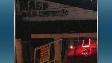 Incêndio destrói depósito de materiais de construção em Manaus - Um incêndio destruiu parte de um depósito de materiais de construção na Rua Rêgos Barros, Bairro São Raimundo, Zona Oeste de Manaus, na noite desta terça-feira (20).