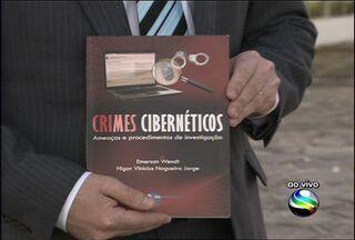 Crimes cibernéticos é tema de livro que é lançado hoje (21) em Aracaju - Na Livraria Escariz do Shopping Jardins, o delegado de Polícia do Rio Grande do Sul Emerson Wendt lança hoje (21) a obra Crimes Cibernéticos - Ameças e procedimentos de investigação.