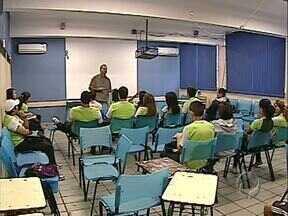 Secretaria de Educação quer mudar currículo do Ensino Médio - A proposta é reduzir o espaço das aulas de Filosofia e Sociologia e aumentar a carga horária de Português e Matemática.