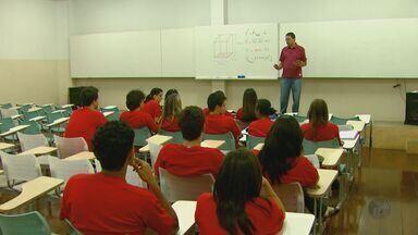 Mais de 4 mil estudantes vão fazer as provas da Fuvest neste domingo (25) em São Carlos - Mais de 4 mil estudantes vão fazer as provas da Fuvest neste domingo (25) em São Carlos