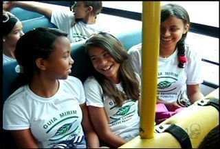 Estudantes do Cariri se tornam guias mirins para proteger meio ambiente - Os estudantes do Cariri estão sendo instruídos como guias mirins para proteger meio ambiente.