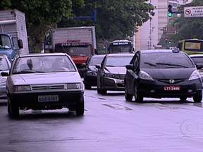Roubos a carros sobem 20% em todo o estado do Rio de Janeiro - Em Niterói, São Gonçalo e Maricá o aumento foi ainda maior, chegando a 52%. Esse crescimento no número de casos fez com que moradores dessas regiões mudassem seus hábitos por medo da criminalidade.