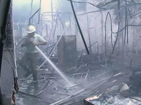 Incêndio destrói escritório de uma gráfica na cidade de Eunápolis - O fogo foi controlado por brigadistas de uma empresa de celulose.