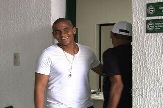 Após fim da temporada, Walter permanece em Goiânia para tentar renovação - Atacante deseja ficar no Goiás em 2013.