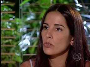 Novelão: em Suave Veneno, Inês se declara para Waldomiro - Casal é flagrado aos beijos pela melhor amiga de Eleonor