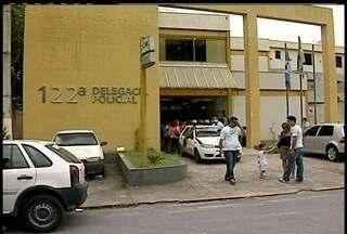 Prefeita recebe ameaças, em Conceição de Macabu, Norte Fluminense - Confusão envolvendo a prefeita Lidia Mercedes, de Conceição de Macabu, no Norte Fluminense, chamou a atenção de quem passava pela delegacia da cidade.