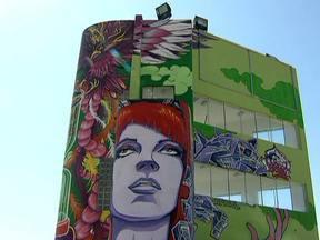 Parque expõe obras de arte a céu aberto em Santos - O Parque Roberto Mário Santini é um convite aos moradores e turistas a relaxar, praticar esportes e apreciar o visual. Cerca de 7 artistas deixaram sua marca lá.