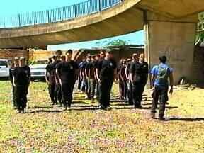 Alunos do centro operacional de esportes radicais de Uruguaiana realizam atividades - Rapel foi feito em passarela para pedestres.