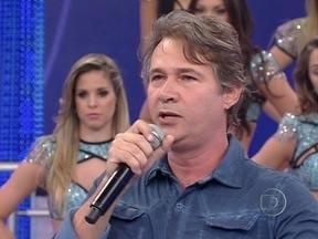 Divã do Faustão: Nelson Freitas se coloca na situação dos casos do quadro - Ator dá sua visão sobre os problemas do público expostos no Domingão.