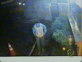 Polícia procura rapaz que está nessas imagens - O jovem é suspeito de ter matado, junto com um amigo, um rapaz de 18 anos no centro de Londrina.