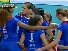 Rio de Janeiro derruba Praia Clube, último time invicto na Superliga Feminina de Vôlei - Em jogo suado, Rio vence de virada, no tie break e comemora bastante.