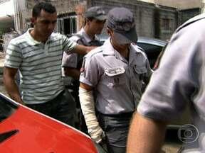 Policial militar é preso após atear fogo em rapaz - A vítima ficou com 40% do corpo queimado e o PM foi preso imediatamente pelos próprios colegas. O oficial jogou gasolina em dois rapazes e em seguida acendeu um cigarro.
