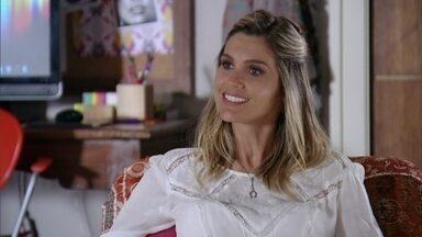 Érica hesita diante do convite de Áurea para o aniversário de Théo - Mas conversando com Julinha decide ir acompanhada