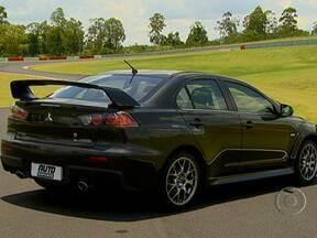 Mitsubishi estreia a Lancer Cup em 2013 - Em relação à versão de passeio, o modelo de corrida teve o motor remapeado: usa pneu slik e traz itens de segurança, como o cinto de mais pontos, banco e gaiola.