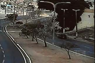 Três pessoas foram mortas e três feridas no grave acidente em São Luís - Três pessoas foram mortas e três feridas no grave acidente em São Luís. O motorista que atropelou as vítimas afirmou na delegacia ter ingerido bebidas alcoólicas. O crime aconteceu no Anel Viário em frente ao Ceprama.