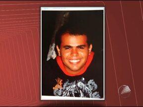 Enterrado corpo de jovem morto dentro de casa em Stella Maris - Wellington de Souza Brito morreu depois de ser baleado junto com o pai por um desconhecido que invadiu a casa onde eles moravam.