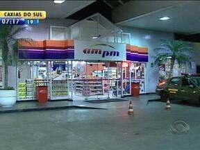 Posto de comustíveis é assaltado na Zona Norte de Porto Alegre - Dinheiro, bebidas, cigarros e um celular foram levados.