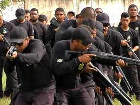 Agentes penitenciários de Tangará da Serra participam de um treinamento tático - O curso que eles estão fazendo serve de base pra enfrentar possíveis situações que podem acontecer no dia-a-dia de um agente, como por exemplo, uma rebelião.