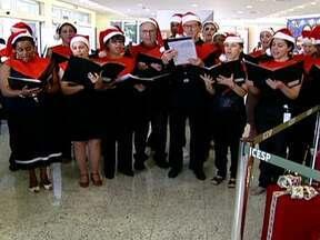 Coral reúne funcionários do Instituto do Câncer - Os corais têm tudo a ver com o Natal. Além de interpretar as tradicionais canções, eles simbolizam união, amizade e igualdade. Tanto que, em um único coral, estão lado a lado médicos, pacientes e até um padre.