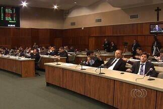 Reajuste de 2,5% na contribuição previdenciária é aprovado na Assembleia Legislativa de GO - O valor da contribuição previdenciária do servidor público do estado de Goiás passou de 11% para 13,25%. Os deputados também votaram na quinta-feira (20) o orçamento para 2013.