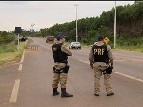 Polícia Rodoviária intensifica fiscalização nas estradas do DF e do Entorno - O patrulhamento será durante 24 horas. Na BR-251, que segue para Minas Gerais, há animais na pista e curvas fechadas. Mesmo assim, alguns motoristas fazem ultrapassagens perigosas.