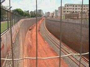 Ministros da comunicação e transportes estiveram em Maringá - Eles vieram para a inauguração da obra de rebaixamento da linha do trem