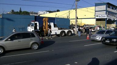 Rodoviária clandestina é fechada na Região Noroeste de Belo Horizonte - Seis motoristas que faziam transporte irregular foram detidos.