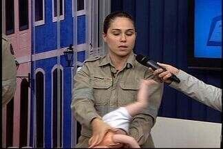 Corpo de Bombeiros do ES orienta como agir quando crianças engasgam - Soldado falou sobre ocorrÊncias.