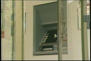 Gerente de banco é feito refém durante assalto em Arroio do Meio, RS - A assessoria do banco não informou se o cofre foi arrombado. Agência abriu normalmente esta manhã.