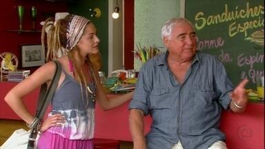 Malhação - Capítulo de Sexta-feira, dia 04/01/2013, na íntegra - Lia conhece Valentina e sente ciúmes da argentina. Alice passa mal e descobre que sua gravidez é de risco